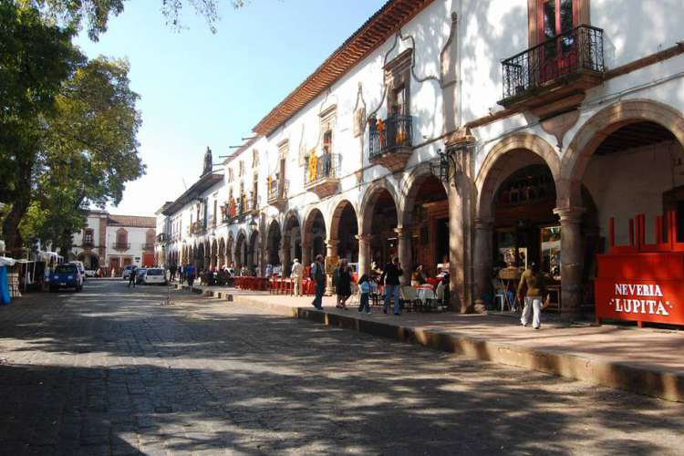 Colonial Magic Towns Tours near Zihuatanejo Ixtapa | Pacific Tours Ixtapa. If you visit Ixtapa Zihuatanejo, Don't miss the opportunity to travel to this two magic towns in the estate of Michoacan: Patzcuaro and Santa Clara del Cobre (Cooper Town of Santa Clara). Tour Operator in Ixtapa Zihuatanejo